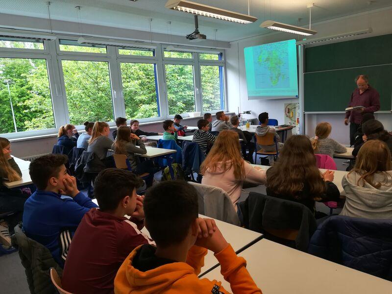 Hugo-Höfler-Realschule: Lesung Von Andreas Kirchgäßner
